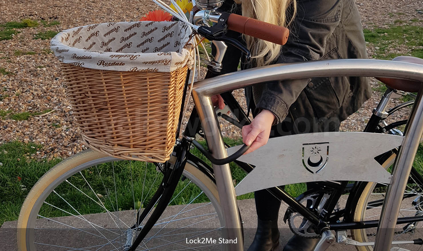 Lock to Me Bike Stand with horizontal security bar